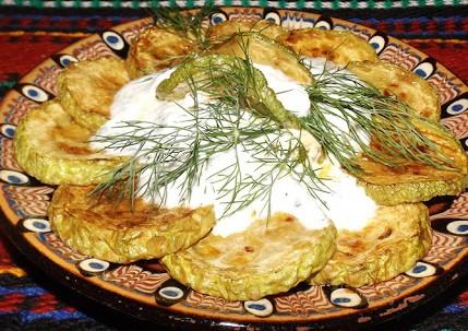 Пържени тиквички с кисело мляко, копър и чесън 1000 гр.